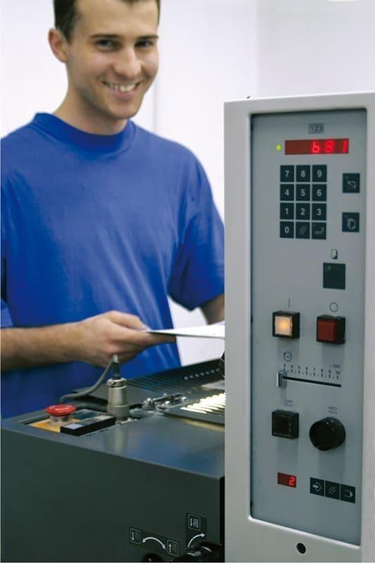obsługa maszyny drukującej